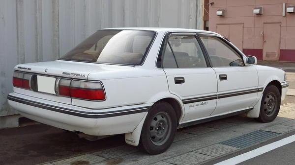 Toyota_Corolla_1989_Rear.jpg